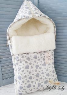 Зимний конверт на овчине (сердечки бежевые)