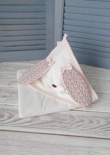 Махровое полотенце с капюшоном с ушками для девочки (персиковое)