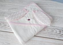 Махровое полотенце с капюшоном с ушками для девочки (розовое)