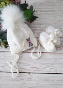 Теплая шапочка для новорожденной девочки с цветочками (0-3 мес)
