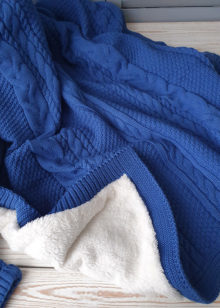 Теплый вязаный плед (синий)