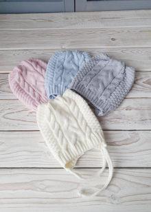 Вязаные шапочки для новорожденных осень-весна с косами (3-6мес)