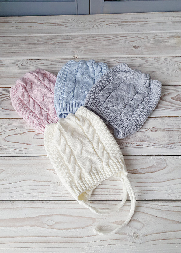 Вязаные шапочки для новорожденных осень-весна с косами (0-3мес)