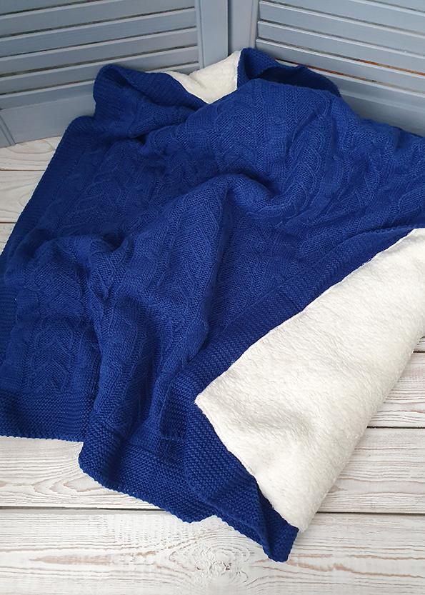 Теплый вязаный плед (косы) синий