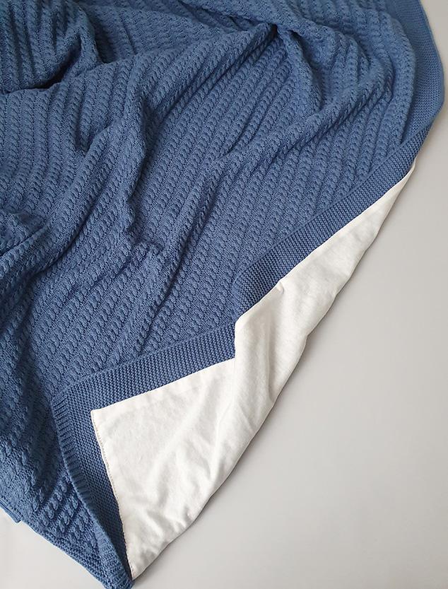 Вязаный плед «Косичка» на хлопковой подкладке (синий)