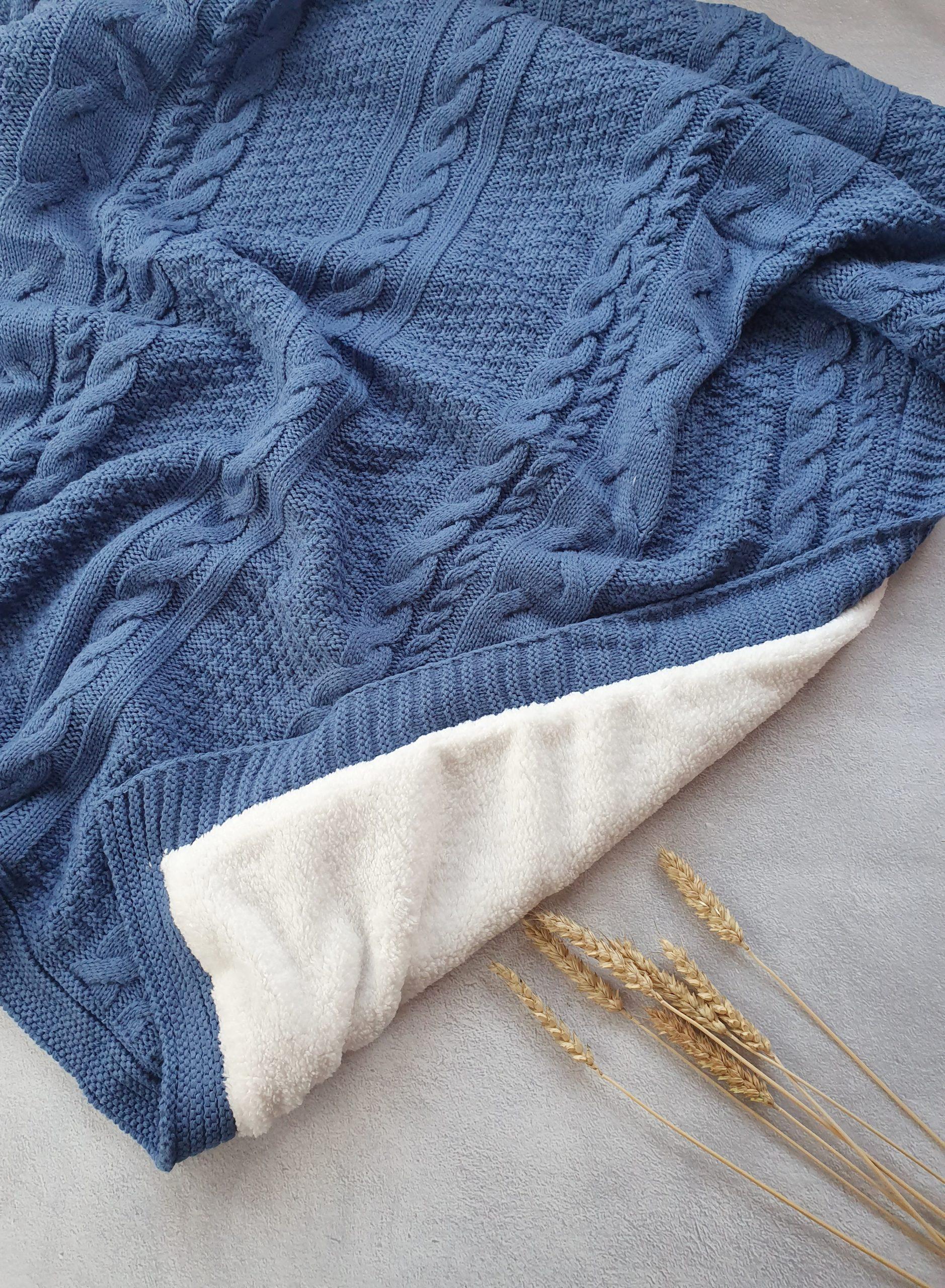 Теплый вязаный плед «Косы» (синий)