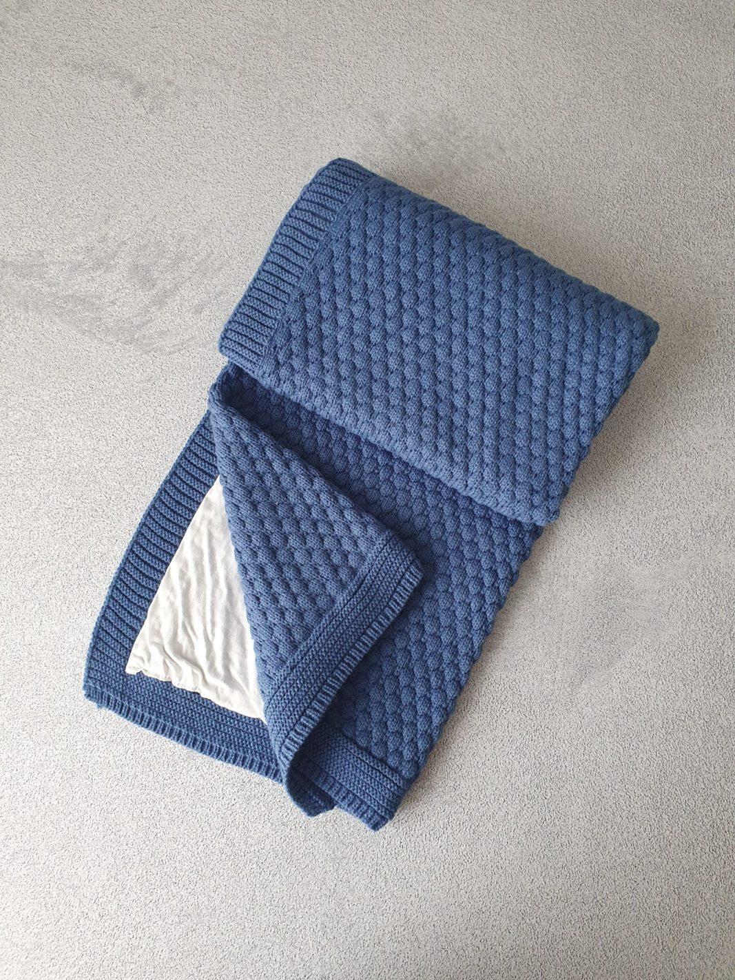 Вязаный плед «Соты» на хлопковой подкладке (синий)